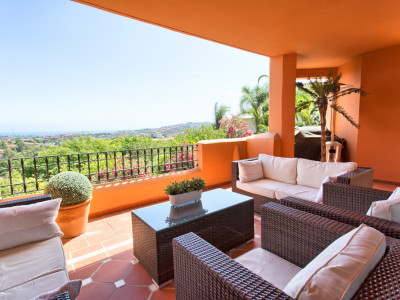 Benahavis, Elevated ground floor apartment in Cumbre de Los Almendros, Benahavis