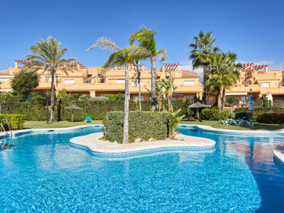 Estepona, Quality 3 bedroom townhouse with sea views in Estepona