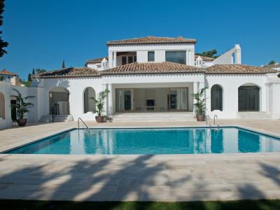Estepona, Lujosa villa sobre una parcela de 2.000 m2 en Estepona