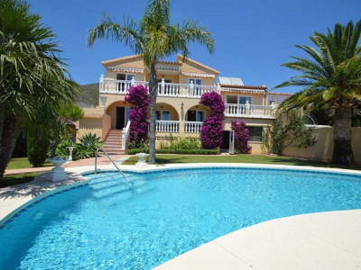 Benalmadena, Completely refurbished villa in Benalmadena Pueblo with panoramic sea views