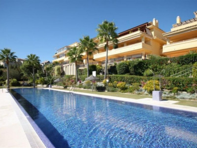 Marbella Golden Mile, Quality apartment above Marbella town with uninterrupted views to the sea