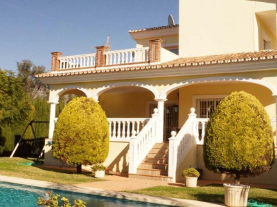 Nueva Andalucia, Spacious luxury villa in Nueva Andalucia within walking distance to Puerto Banus