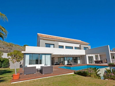 Benahavis, Contemporary villa in Benahavis just a short drive from Marbella and Puerto Banus