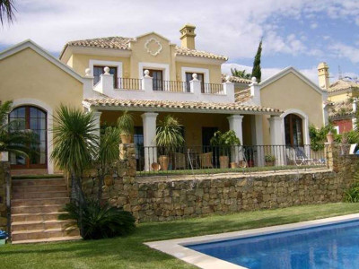 Estepona, Elegant villa in El Paraiso on the New Golden Mile in Estepona with sea views