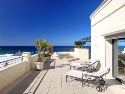 Marbella Golden Mile, Luxurious breachfront duplex penthouse in the Marbella Golden Mile with sea views