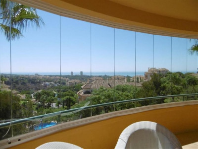 Marbella East, Ample apartment in east Marbella in the sought after area of Elviria with stunning sea views