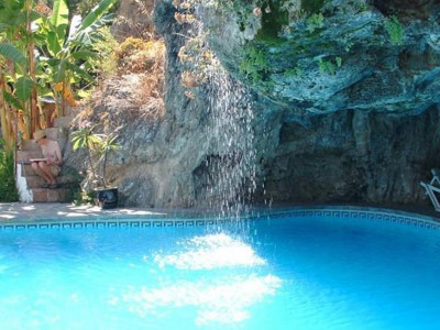 Alozaina, Stunning country house in Alozaina with its own caves and natural spring water cascades