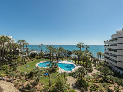 Marbella, Quality front line beach apartment in Marbella town in an exclusive development