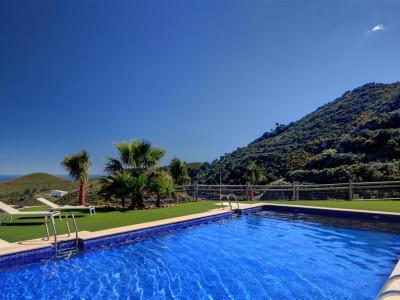 Benahavis, Amplio villa en Benahavis en una única finca privada con vistas panorámicas de la costa mediterránea