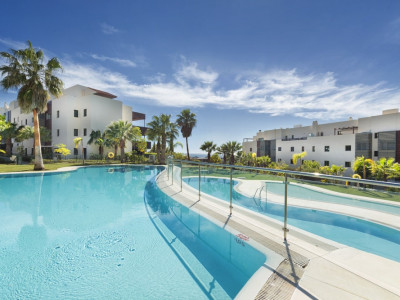 Benahavis, Quality golf apartment with stunning views of the golf course and Mediterranean Sea