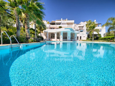 Benahavis, Beautiful apartment in Benahavis with sea views located in a secure gated community