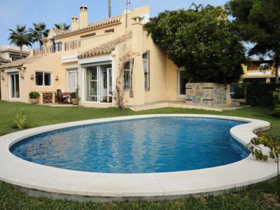 Estepona, Pretty villa on the New Golden Mile in Estepona set in its own plot with a mature garden