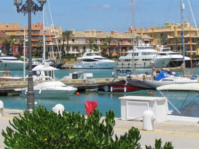 Sotogrande, Exlusive ground floor apartment in Sotogrande marina with stunning views of the habour