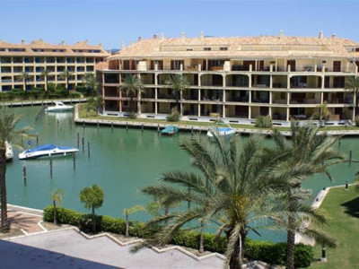 Sotogrande, Exlusive apartment in Sotogrande marina with stunning views of the habour