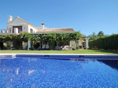 Marbella East, Large villa for sale in Marbella east close to some of the best beaches in the Costa del Sol