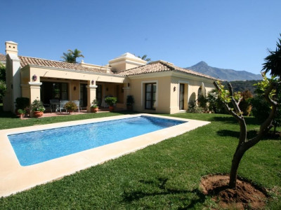 Nueva Andalucia, Charming villa in Nueva Andalucia in a secure gated urbanisation behind Puerto Banus
