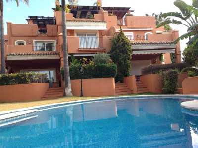 Marbella East, Beachside villa with sea views and just a 5 minute drive to Marbella centre