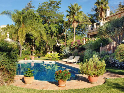 Benahavis, Andalucian styled villa in Benahavis with extensive tropical gardens and sea views