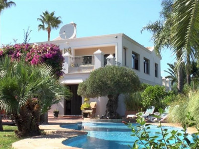 Estepona, Hilltop villa in Estepona with stunning views of the coastline and sea