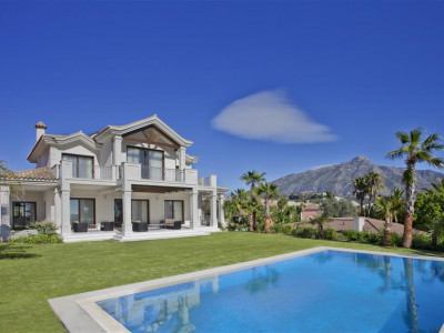 Nueva Andalucia, Luxury villa in Nueva Andalucia with outstanding quality finishes and sea views