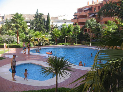 Marbella Golden Mile, Completely renovated apartment on the Marbella Golden Mile just 200 metres from the beach