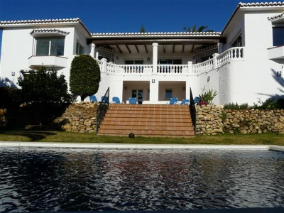 Mijas Costa, Beautiful villa with private garden and pool located in Mijas Costa on the Costa del Sol