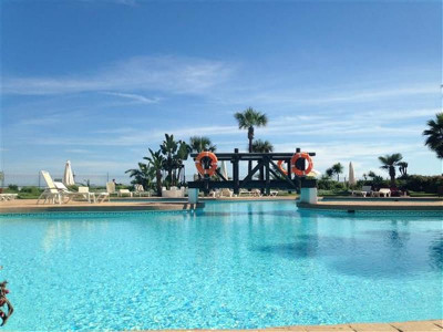 Marbella - Puerto Banus, Ático duplex primera linea de playa ubicado a poca distancia de Puerto Banús