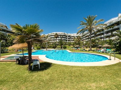 Marbella Golden Mile, Front line beach apartment close Puerto Banus on the Marbella Golden Mile