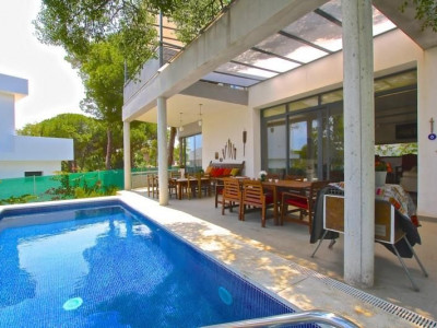 Marbella East, New contemporary villa close all amenities and some of the best beaches in Marbella