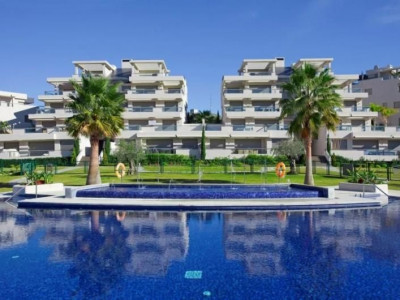 Benahavis, Luxury duplex penthouse apartment located in a gated community on front line golf