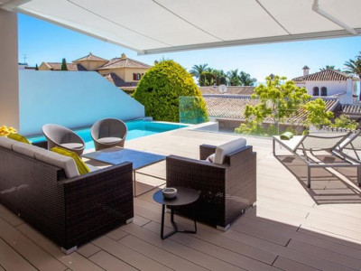 Marbella Golden Mile, Refurbished villa located on second line beach in the sought after area of Puente Romano on the Marbella Golden Mile for sale