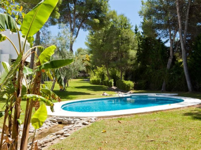 Nueva Andalucia, Enchanting villa within walking distance to Puerto Banús in Marbella Spain