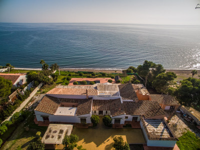 Estepona, Beachfront villa in a dream location close to Puerto Banus on the Costa del Sol