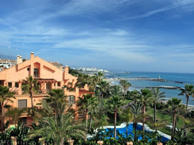 Marbella - Puerto Banus, Luxury beachfront apartment on the Costa del Sol next to Puerto Banus in Marbella