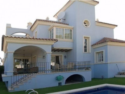 Nueva Andalucia, Excellent beachside villa close to Puerto Banus in Marbella on the Costa del Sol