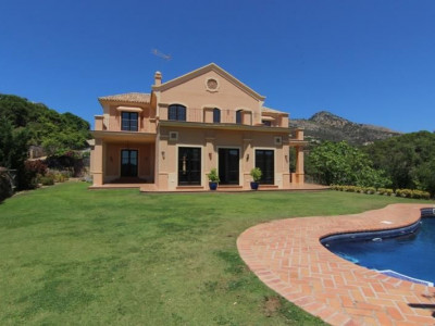 Benahavis, Rustic style villa located on a golf course in Benahavis on the Costa del Sol