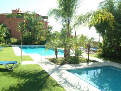 Benahavis, Ground floor apartment in Benahavis with stunning views of the golf course and sea