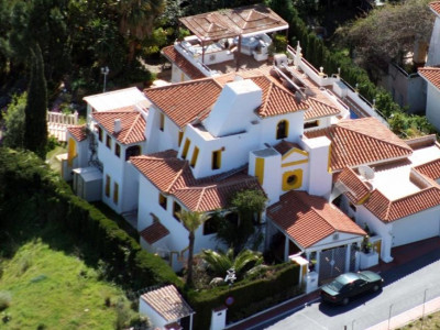 Nueva Andalucia, Spacious and private villa in Nueva Andalucia a few minutes drive from 4 top golf courses