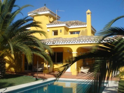 Nueva Andalucia, Beautiful villa property in Nueva Andalucia with stunning garden and views of the golf valley