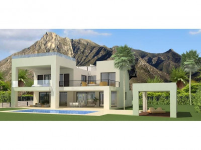 Marbella Golden Mile, Contemporary villa overlooking the Marbella Golden Mile with extensive terraces and sea views
