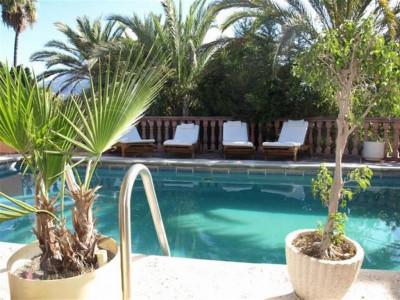 Nueva Andalucia, Villa property in Nueva Andalucia overlooking the Las Brisas Golf course and La Concha moutain