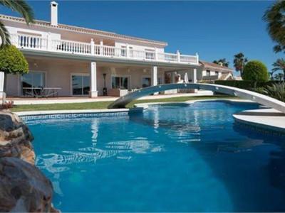Marbella East, 7 bedroom villa in Elviria,