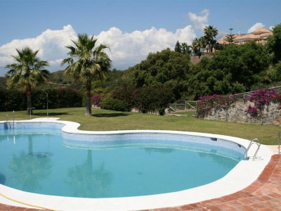 Marbella East, Fantastic semi detached villa property in east Marbella on frontline golf with sea views