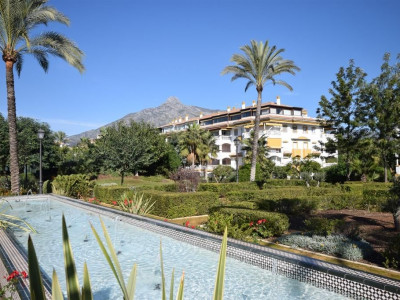 Nueva Andalucia, Penthouse apartment in Nueva Andalucia just a 10 minute walk from Puerto Banus and the beach