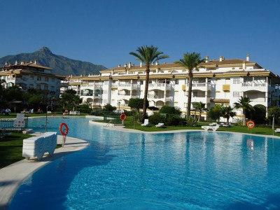 Nueva Andalucia, Excellent Apartment in Nueva Andalucia just a 10 minute walk from Puerto Banus and the beach