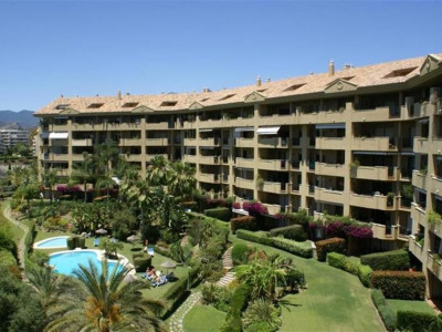 San Pedro de Alcantara, Large apartment in guadalmina alta with stunning views of the golf course and sea