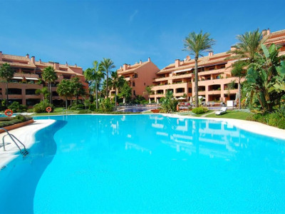 Marbella - Puerto Banus, Prestigious frontline beach apartment just a 7 minute walk from Puerto Banus