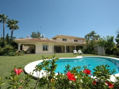 Nueva Andalucia, Fantastic frontline golf villa in the Nueva Andalucia just behind Puerto Banus with stunning views