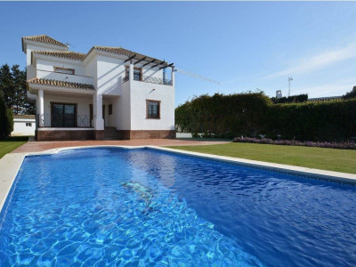 San Pedro de Alcantara, Modern villa in Guadalmina baja on a spacious plot a short walk from the beach