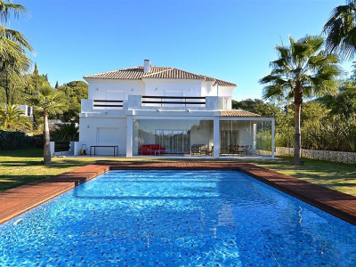 Marbella East, Contemporary Villa in Elviria in Marbella east located on a very private and tranquil plot